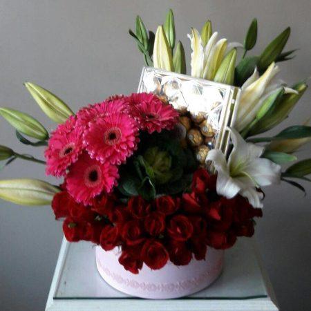Caja con Rosas, Gerberas, Casa Blanca