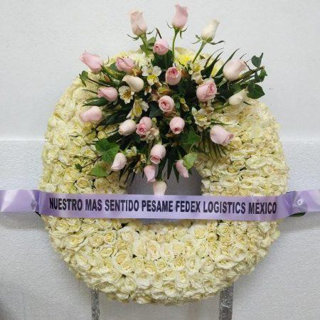 Corona Blanca Chica con 24 Rosas